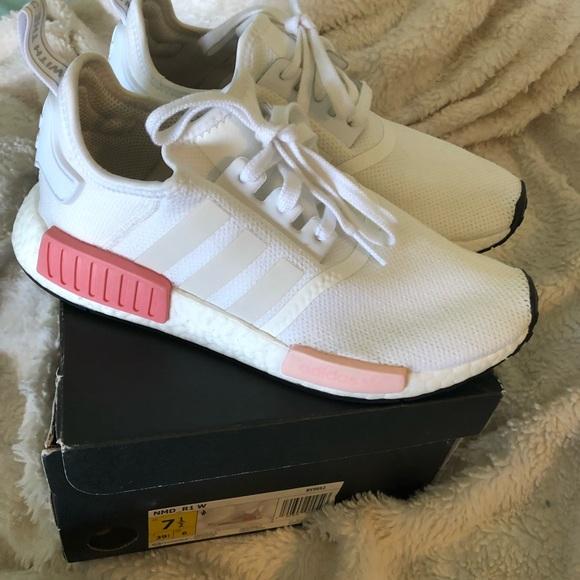 Le adidas rosa bianca nmd r1 poshmark